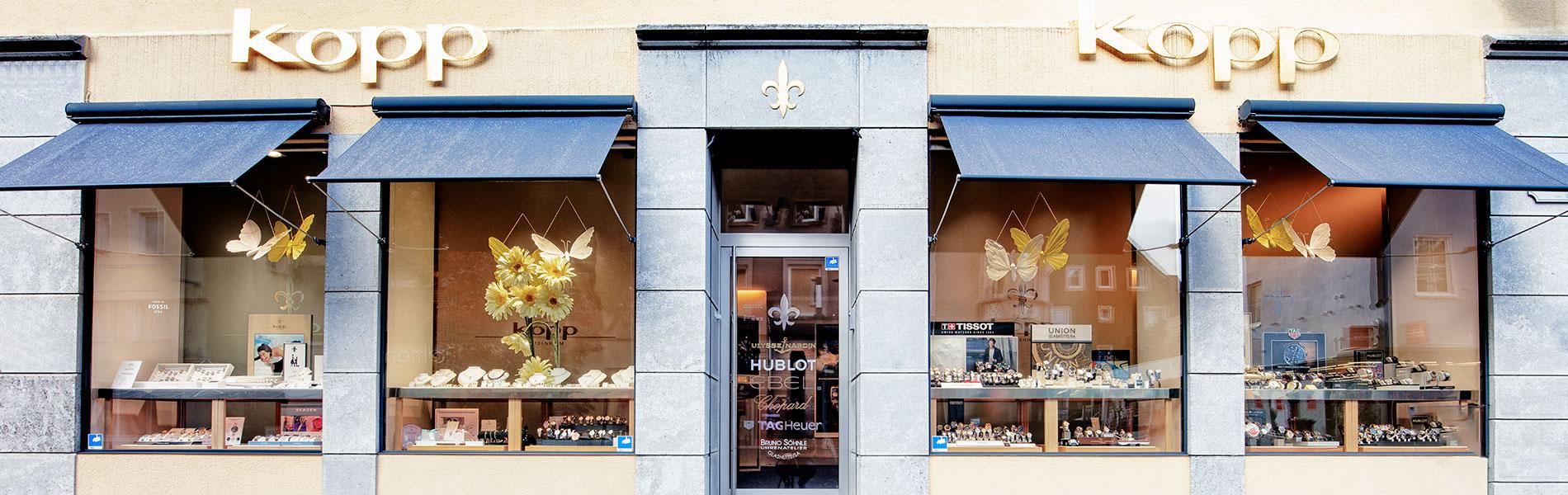 Schaufenster des Juwelier Kopp in Heidenheim mit Uhren und Schmuck